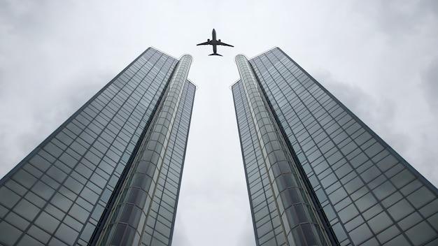 큰 현대적인 건물의 배경에 그물에 여객기를 비행