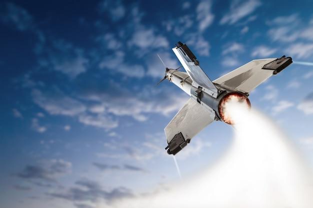 Взлетающая боевая ракета.