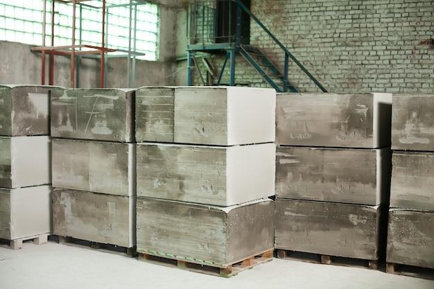 폼 콘크리트 블록 생산. 경량 건축 벽돌. 경량 발포 석고 블록.