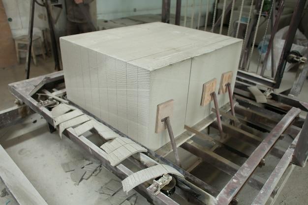 Производство пеноблоков. легкий строительный кирпич. легкий пеногипсовый блок.