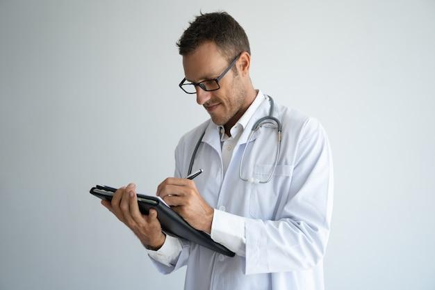 焦点を当てたコンテンツの開業医が論文を扱っています。