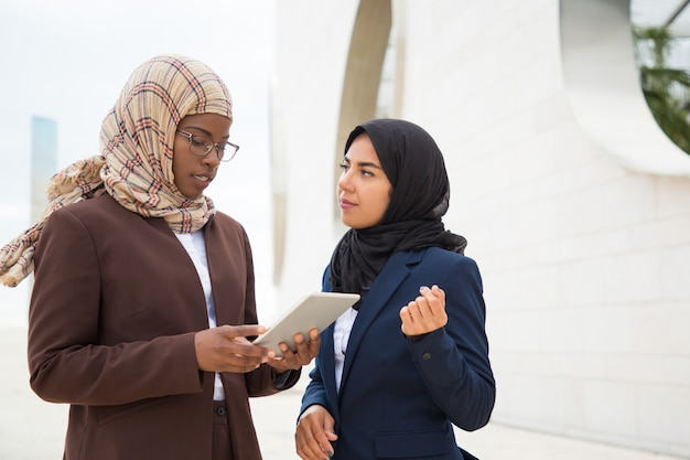Focused muslim business woman explaining project specifics