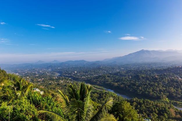일출 캔디, 스리랑카의 안개 공중 파노라마, 산에서보기