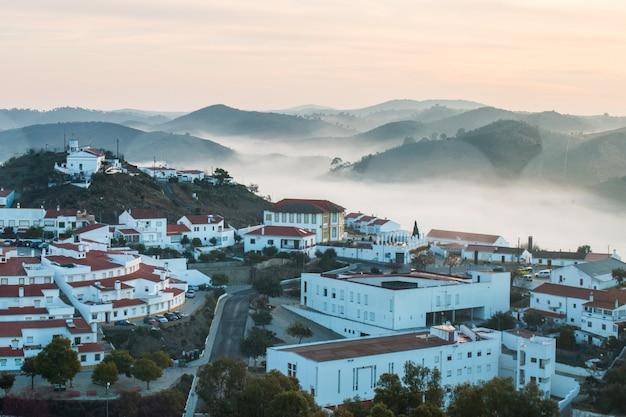 メルトラの霧の朝