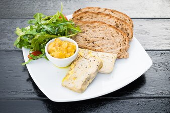 Foie gras with bread
