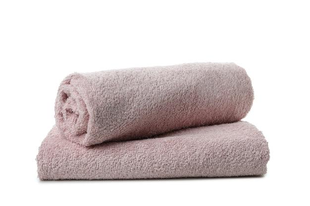 Сложенные чистые полотенца, изолированные на белом фоне