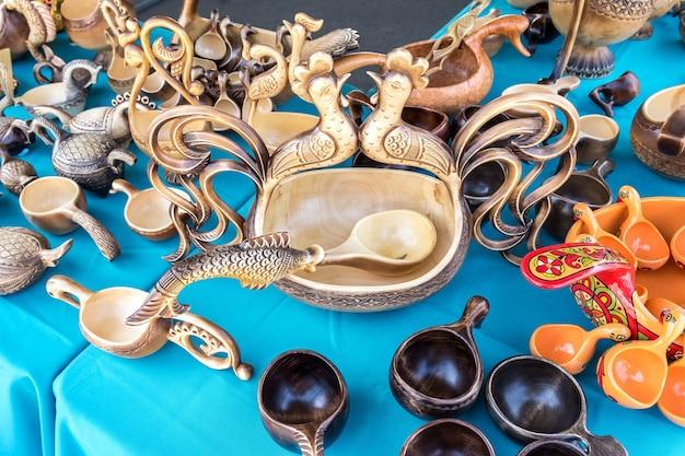 民芸品展では、ヴィンテージの手作り木製食器を販売しています