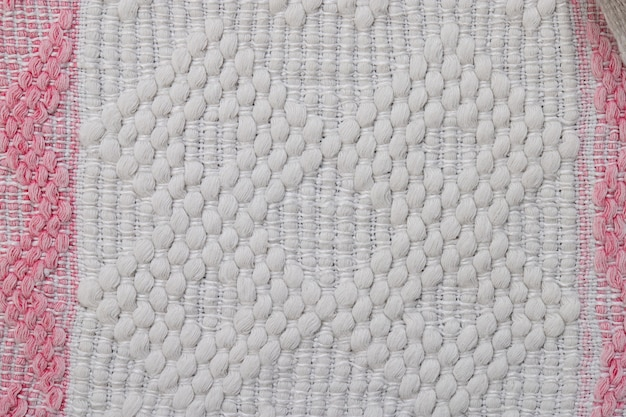 Народная ручная вышивка цветными нитками на натуральных тканях элементов одежды с декором
