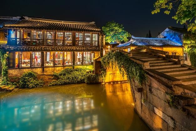 Народные дома и реки в древнем городе чжоучжуан