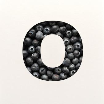 Дизайн шрифта, абстрактный шрифт с черникой, реалистичная типография фруктов - o
