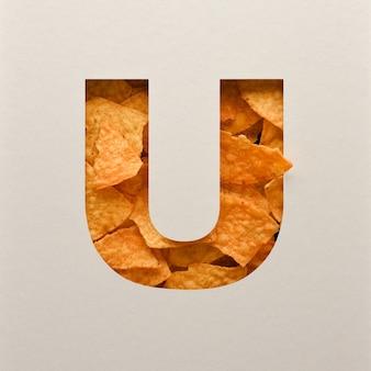 Дизайн шрифта, абстрактный шрифт с треугольными кукурузными чипсами, реалистичная типография с листьями - u
