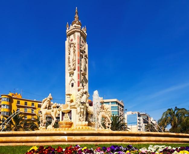 Luceros 광장에서 fontain. 알리 칸테