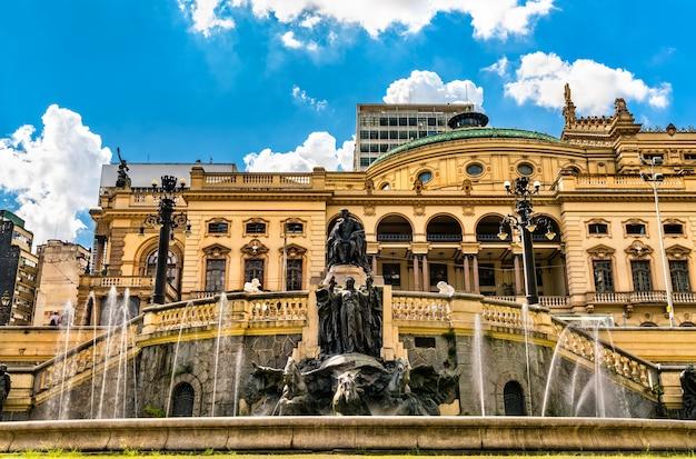 ブラジル、サンパウロのラモスデアゼベド広場にある噴水、フォンテドスデセホス