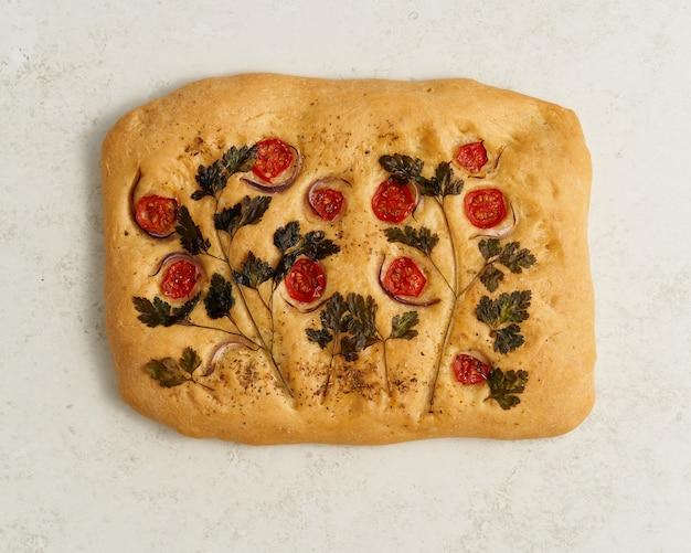 Еда арт фокачча пицца лепешка с овощами традиция итальянской кухни