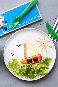 Barca a vela di arte gastronomica, cibo per bambini divertente