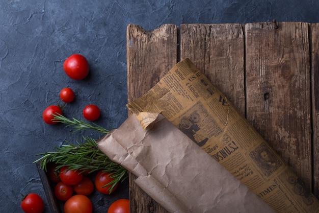 トマトとおいしいイタリア料理の食品背景。