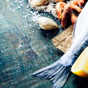 Еда фон с морепродуктами и вином