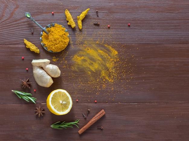 ウコン、シナモン、生姜、レモン、コショウと食品の背景