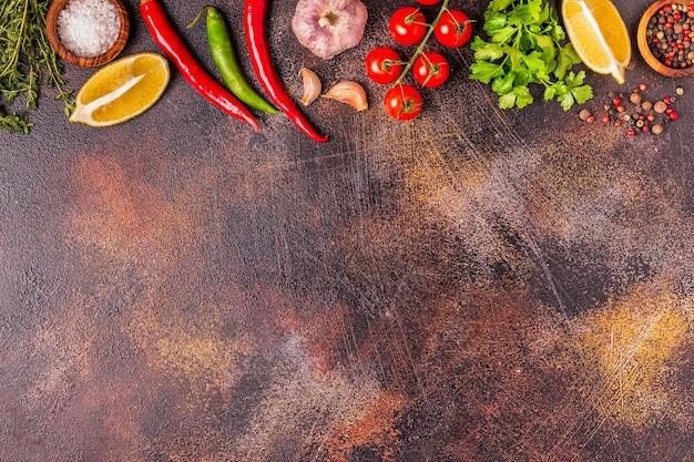 Еда фон с овощами, специями, травами