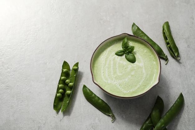 食物。エンドウ豆で作ったおいしいスープ
