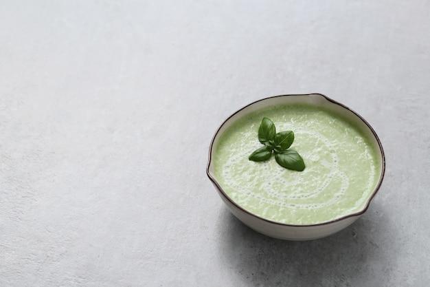 Cibo. deliziosa zuppa a base di piselli