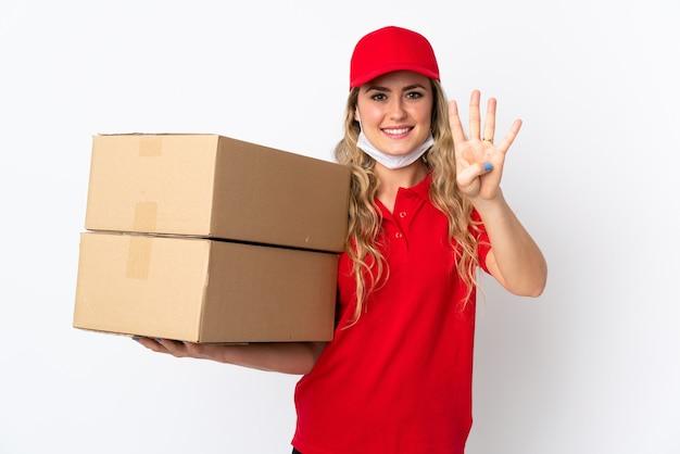 幸せな白で隔離され、指で4を数える食品配達ブラジル人女性