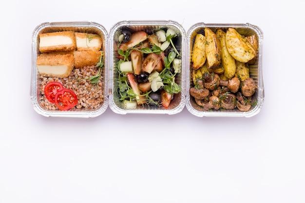 Концепция доставки еды. контейнер для пищевых продуктов, вид сверху.