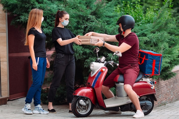 Food delivery in quarantine