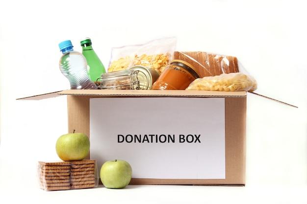 흰색 근접 촬영에 고립 된 음식 기부 상자