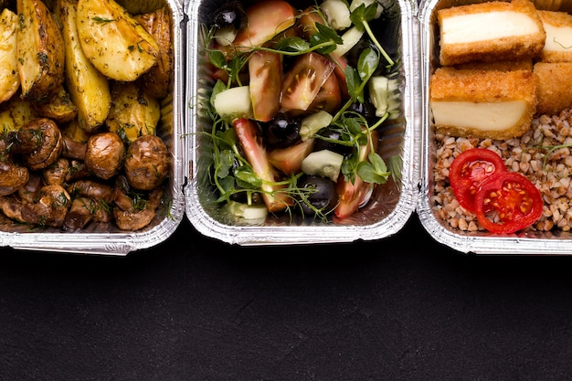 Food in foil containers close-up.