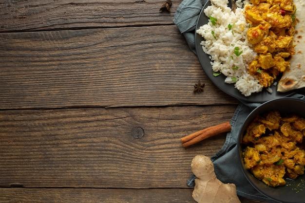 Cornice di cibo con laici piatta spazio copia