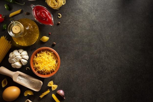 Пищевой ингредиент и специи на темноте