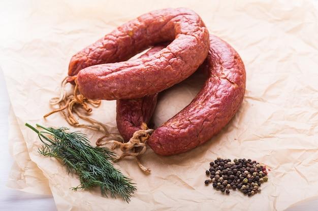 Еда, национальная кухня и вкусная концепция - традиционная среднеазиатская колбаса из конины