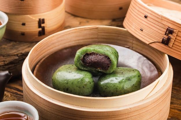 Праздник дня подметания гробниц в китае - зеленые клецки