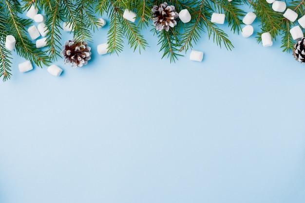 食品オレンジナッツスパイスパインコーンブルーのクリスマスツリー