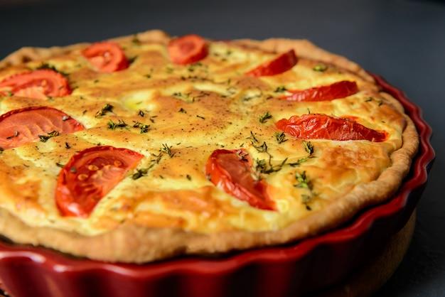食べ物の写真とレストランのコンセプト。おいしい焼きたてのパイのクローズアップショット