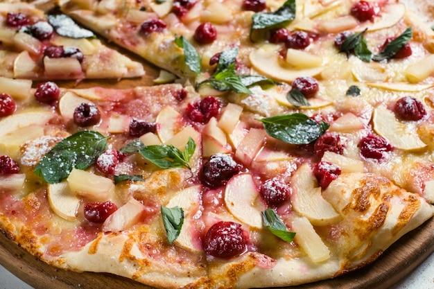 フードフォトグラフィーアートアップルパイレシピ。フルーツピザの背景の概念