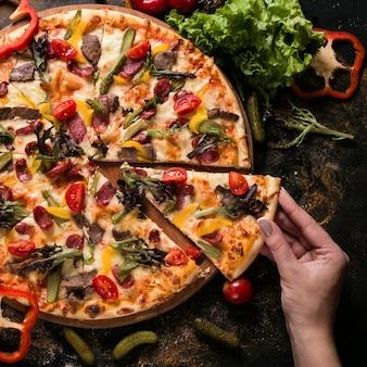 フードフォトグラフィーアート。ピザのレシピ。レストランメニューのコンセプト