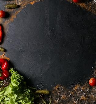 Фотография еды. органический овощной и мясной ассортимент фона. концепция здорового образа жизни