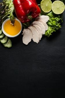 Фотография еды. органический овощной и мясной ассортимент фона. концепция рецепт здорового образа жизни. правильное питание.