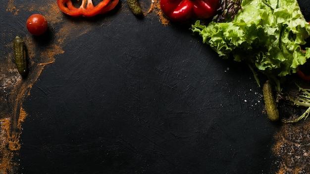 Фотография еды. органический овощной ассортимент фон. концепция здорового образа жизни