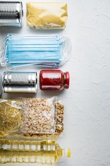 코로나 바이러스 및 검역 개념에 대한 기부로 식량 공급
