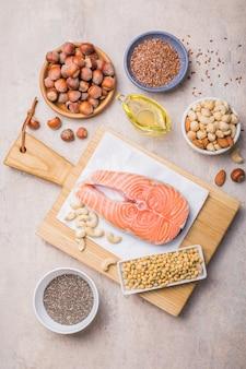 野菜、シーフード、ナッツ、種子などの脂肪酸を多く含む食品