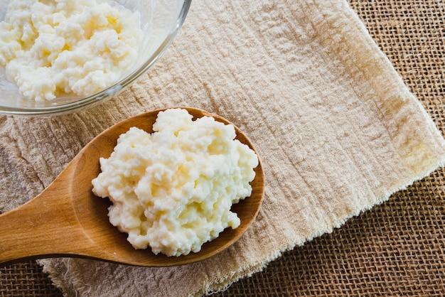 ケフィアやヨーグルトなど、家庭で伝統的な方法で調理できる食品は、健康的な生活を送るのに役立ちます。