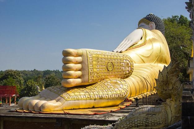 태국 사원에서 부처님 동상 발