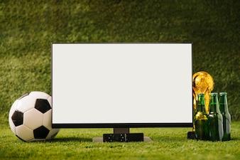 ビールと白のテレビとサッカーの背景