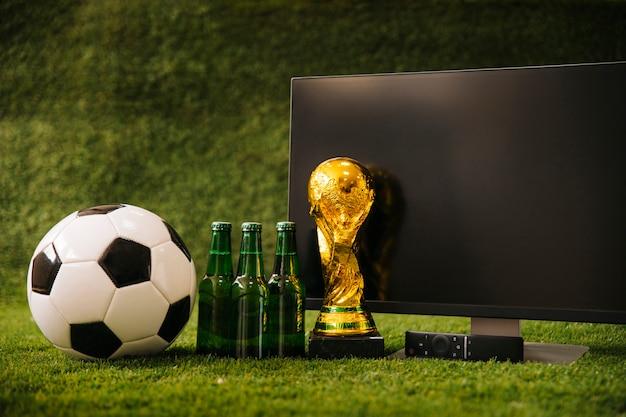 Sfondo di calcio con birra e tv