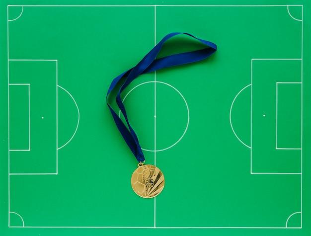 Composizione di calcio con medaglie