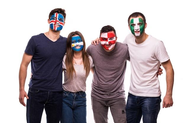 Раскрашенные лица футбольных фанатов поддерживают сборные хорватии, нигерии, аргентины, исландии