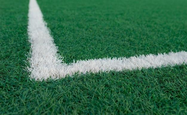 Газон футбольного поля с полосами